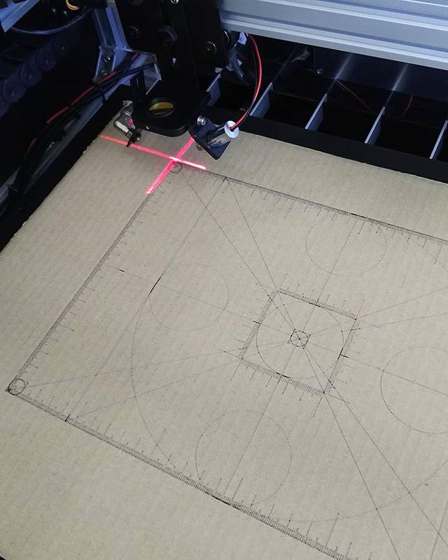 #マイスタ加古川 の ハンドメイド市も盛況な中、#レーザーカッター のテストも完了しましたあとは排気ダクトなどを取り付ければ完成ですさ~~~って何作ろっかな #モノづくり #3Dプリンター #加古川 #テープクリエーター #刺繍ミシン - Instagram投稿