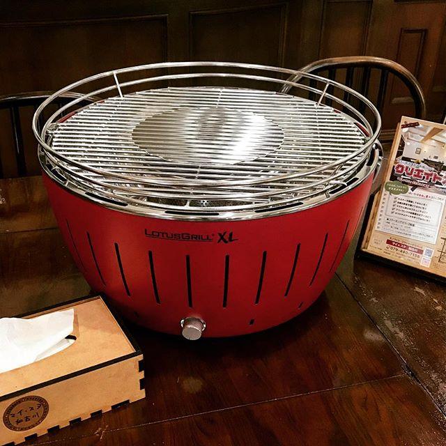 #新しい仲間 が、#マイスタ加古川 に登場!ものづくりスペースのマシーンと言っても、#無煙グリル です(●´ω`●)。 電動ファンが内蔵されていて、#炭 を専用の容器に入れてスイッチon。火起こしは2分ぐらいで簡単。外側は熱くならないので、手軽に #炭焼きBBQ を6〜8人楽しむことができます。貸切パーティーのご要望が多いので、まずは試用してみて、煙や臭いの具合を確認して、室内で使えたら良いですね。#マイスタ加古川#モノづくり#コワーキングスペース#クリエイトスペース #加古川#寺家町#UVプリンター#3Dプリンター#レーザーカッター#撮影ブース#塗装ブース#刺繍ミシン#オリジナルスマホケース#プレゼント#ギフト#販売促進グッズ#オリジナルテープ#オリジナルリボン #レンタルスペース #ワークショップ #英会話 - Instagram投稿