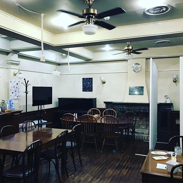 #クイズ 何が変わったでしょうか?#マイスタ加古川 の模様替え。昨日、大きなモノが搬入されました。またまた、新たな使い方ができるようになりました。わかるかな?! #電源使える #貸しスペース#レンタルスペース #2次会 #セミナー会場#コワーキングスペース #モノづくりスペース #モノづくり#加古川 #寺家町 - Instagram投稿